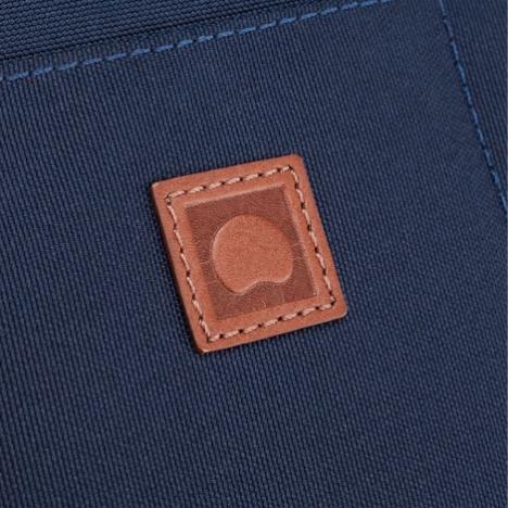 کیف لپ تاپ دلسی مدل Bellecour نمای نزدیک از لوگو
