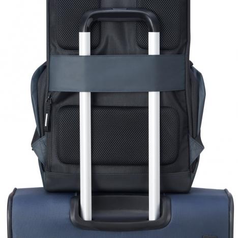 کوله-پشتی-دلسی-مدل-securflap-مشکی-202061000-نمای-نصب-شده-روی-دسته-چمدان