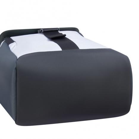 کوله-پشتی-دلسی-مدل-securflap-نقره-ای-202061011-نمای-زیرین