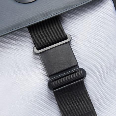 کوله-پشتی-دلسی-مدل-securflap-نقره-ای-202061011-نمای-سگک
