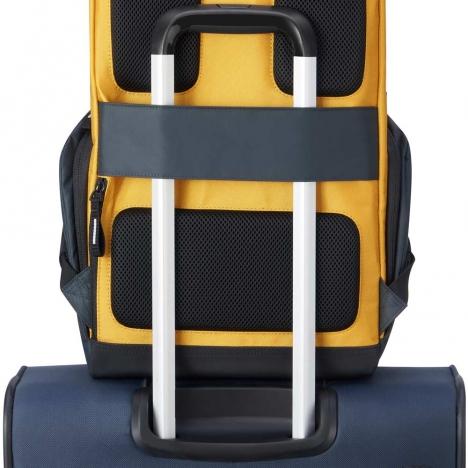کوله-پشتی-دلسی-مدل-securflap-زرد-202061015-نمای-نصب-شده-روی-دسته-چمدان