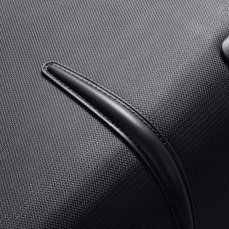 چمدان-دلسی-مدل-flight-lite-مشکی-23381000-نمای-بدنه