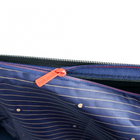 چمدان-دلسی-مدل-montmartre-air-زیتونی-235280913-نمای-زیپ-جیب-داخلی