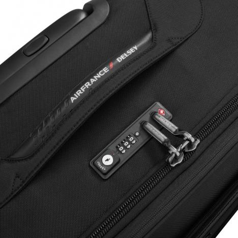 چمدان-دلسی-مدل-new-destination-مشکی-200480100-نمای-زیپ