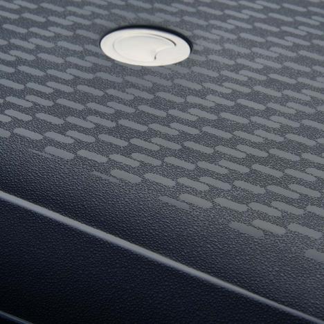 چمدان-دلسی-مدل-TASMAN-k-نوک-مدادی-310080101-نمای-لوگو-و-بدنه